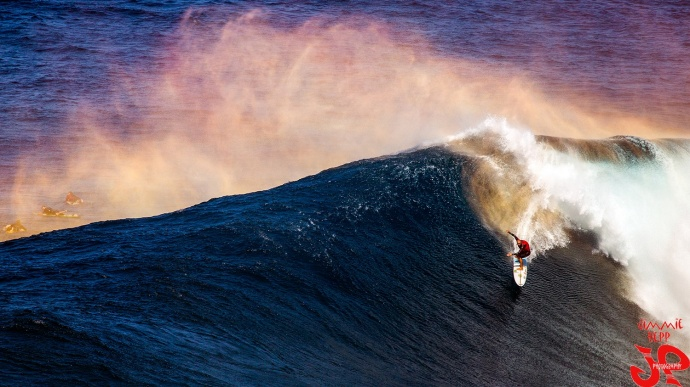 "Shane Dorian surfing Pe'ahi ""Jaws"" Dec. 10, 2014 / Image: Jimmie Hepp"