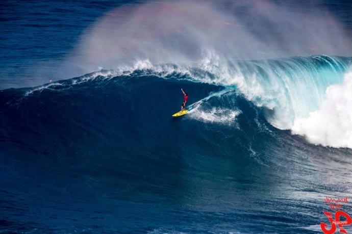 Maui's Kai Lenny at Peahi (Jaws) 12/9/14 - Image: Jimmie Hepp