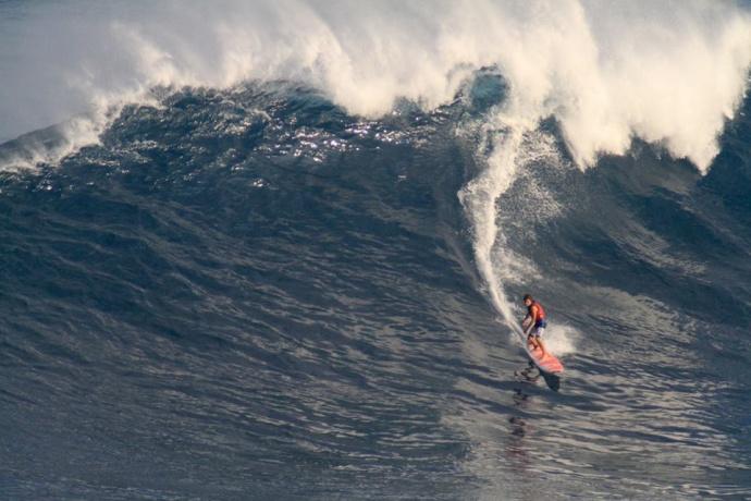 """Pe'ahi """"Jaws"""" 12/22/14 - Image Aaron Lynton"""