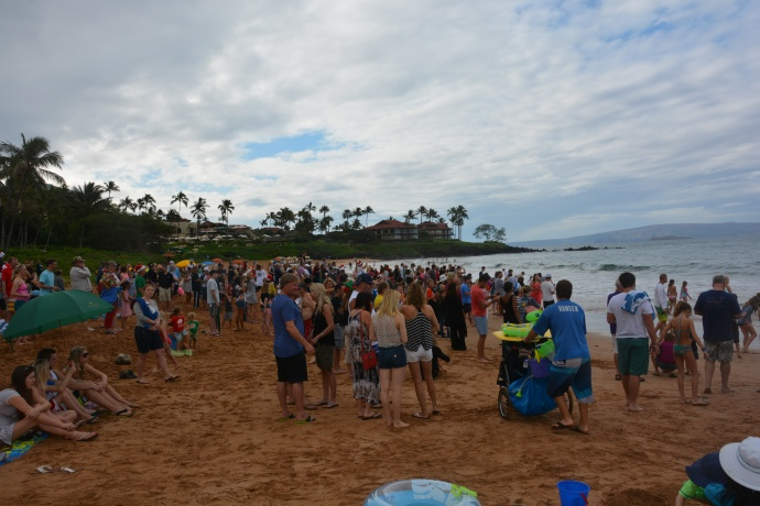 Santa Arrival at Wailea Beach 12/24/14 - Image: Malika Dudley
