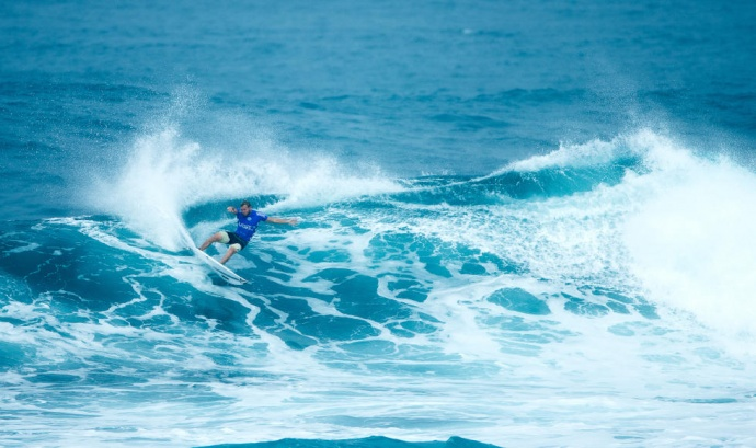 Lahaina's Dusty Payne looked sharp winning his Round 3 Heat Wednesday at Sunset Beach. Photo by ASP / Ed Sloane.