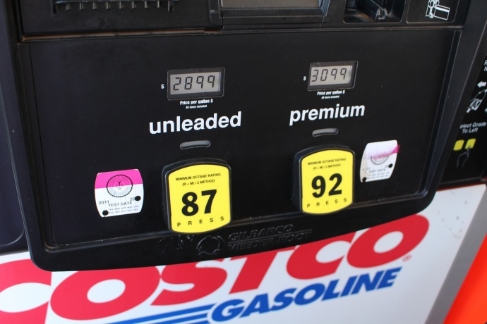 Costco Gas Kahului, Dec. 18, 2014. Photo by Wendy Osher.
