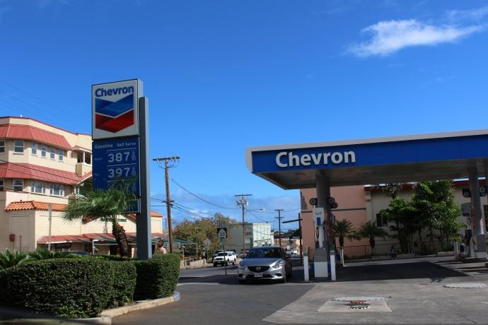 Uptown Chevron, Wailuku.  Dec. 18, 2014. Photo by Wendy Osher.