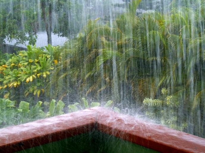 Haiku rain 12/22/14 - Image: Leslie Ann Hynson-Spencer