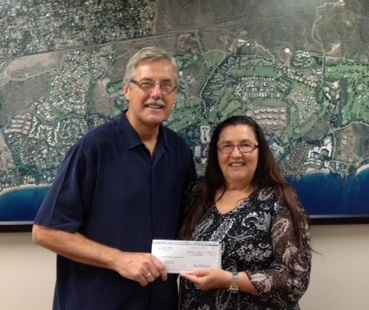 Wailea Community Association General Manager Bud Pikrone presents $7,200 in donations to Maui Food Bank Development Director Marlene Rice.  Courtesy photo.