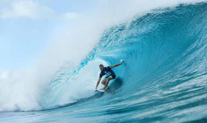 Maui's Dusty Payne shown here during Friday's Round 3 against Brazil's Gabe Medina. Photo by ASP / KC.