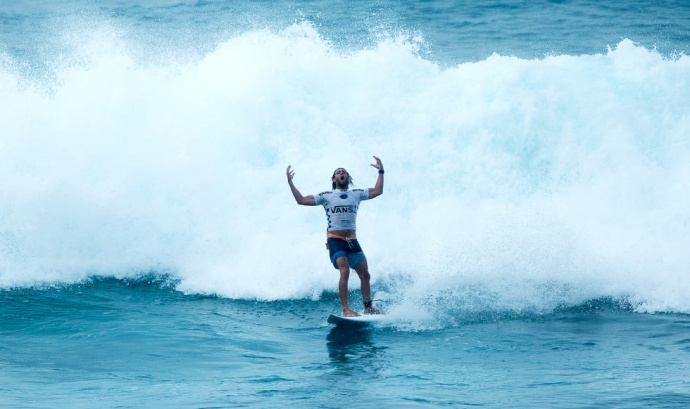 Australia's Matt Wilkinson lets his emotions fly following a 9-pointer in his Round 3 Heat on Wednesday at Sunset. Photo by ASP / Ed Sloane.