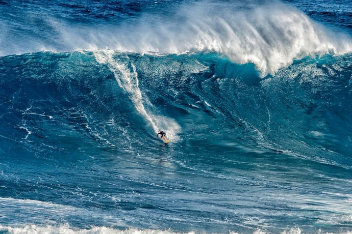 Shaun Walsh at Peahi (Jaws) 12/7/14 - Image: Sofie Louca / Fish Bowl Diaries