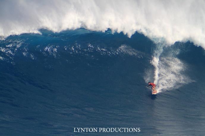 """Aaron Gold surfing Pe'ahi """"Jaws"""" 1.22.15 / Image: Aaron Lynton"""
