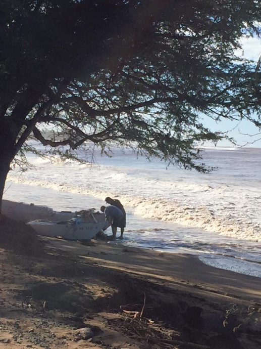 Boat washed up in Kīhei 1/3/15 - Image: Beth King