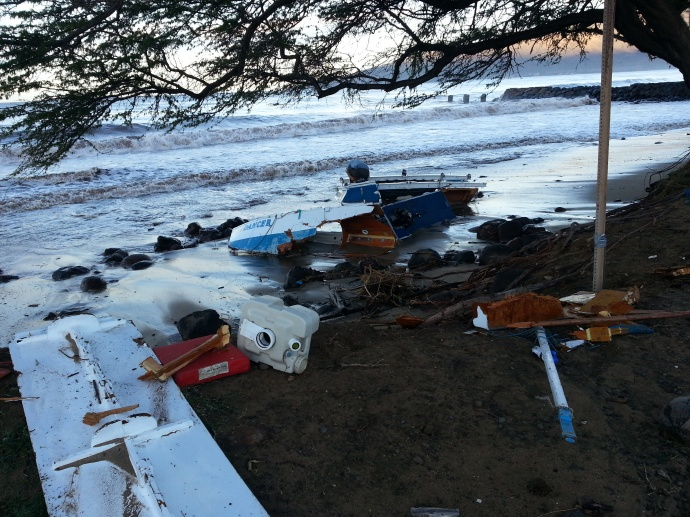 Boat in Pieces on Kīhei Beach 1/3/15 - Image: Tracy McGuire