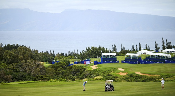 The 18th green was quiet on Thursday as players practiced before the start of the Hyundai Tournament of Champions on the Plantation Course at Kapalua. Photo by Mike Ehrmann/Getty Images.