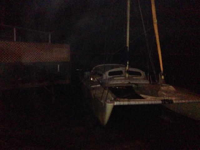 Unanchored boat drifts and washes up by Lahaina Fish Co. 1/2/15 / Image: Robert Webb