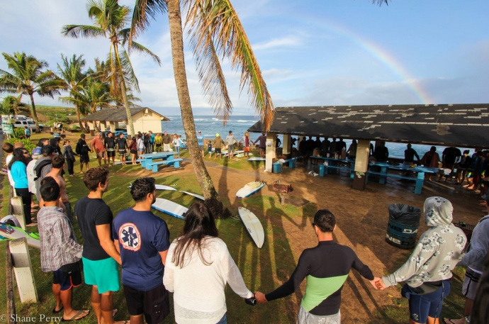 Surfers gather at Hoʻokipa in support of mother's lover for her son. Photo courtesy Shane Perry.