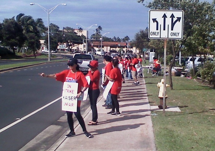 Kaiser employees are striking for six days. Photo by Jim Lordan.