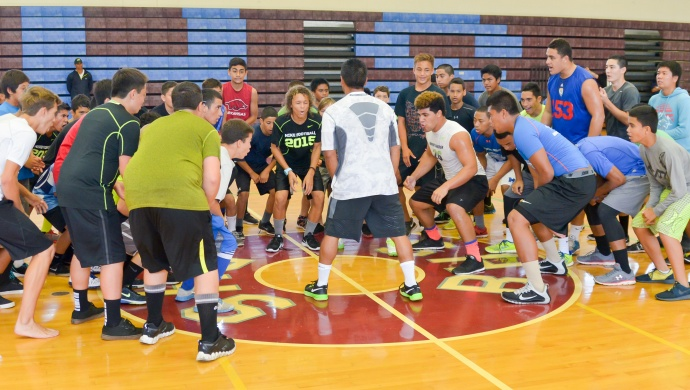 NIKE master trainer David Kamalani warmed up the athletes Saturday at Baldwin High School Gym. Photo by Rodney S. Yap.