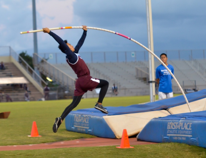 Baldwin's Kainoa Tom struggled in the pole vault Saturday, but still led the Bears to a 1-2-3 sweep of the event in the finals of the Yamamoto Invitational. Photo by Rodney S. Yap.