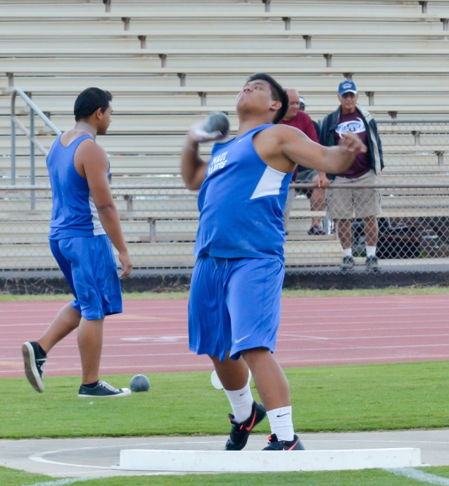 Maui High's Arven Lacaden won the boys shot put with a state's best toss of 51 feet, 5.5 inches. Photo by Rodney S. Yap.