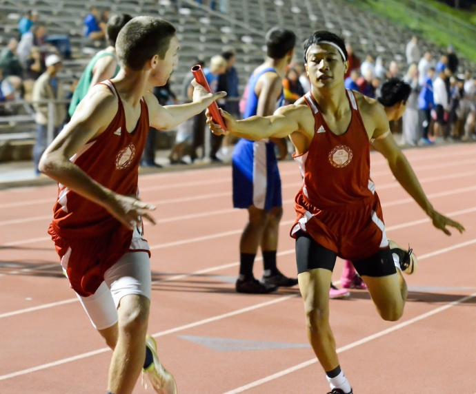 The Lahainaluna boys 4 x 400 relay team makes the first exchange in the finals of the Yamamoto Invitational. Photo by Rodney S. Yap.