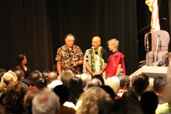 Blessing led by Kumu Keliʻi Tauʻa. Photo by Wendy Osher.