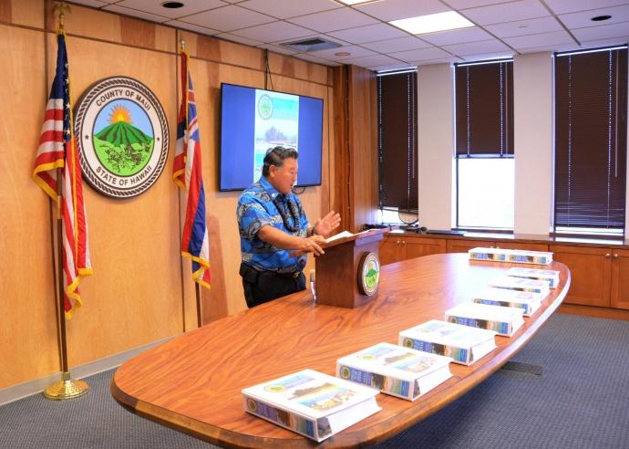 Maui Mayor Alan Arakawa presenting his FY 2016 budget to the Council. File photo courtesy County of Maui, Office of the Mayor.