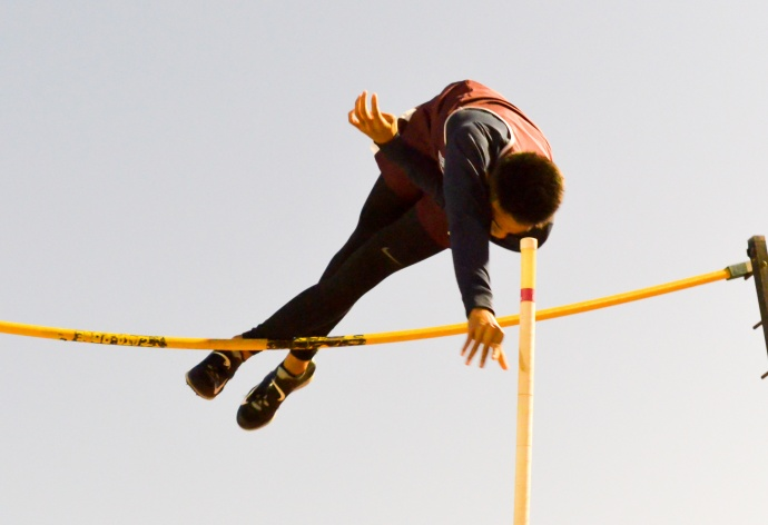 Baldwin's Kainoa Tom just misses on his second attempt at 15 feet, 9 inches Friday at the Yamamoto Track & Field Facility. Photo by Rodney S. Yap.