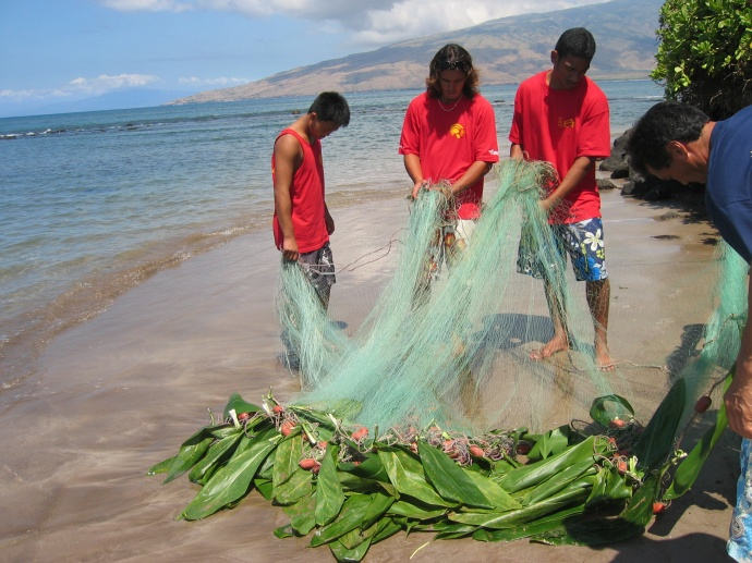 Students of a local canoe club participate in traditional method of gathering fish.  Credit: NOAA