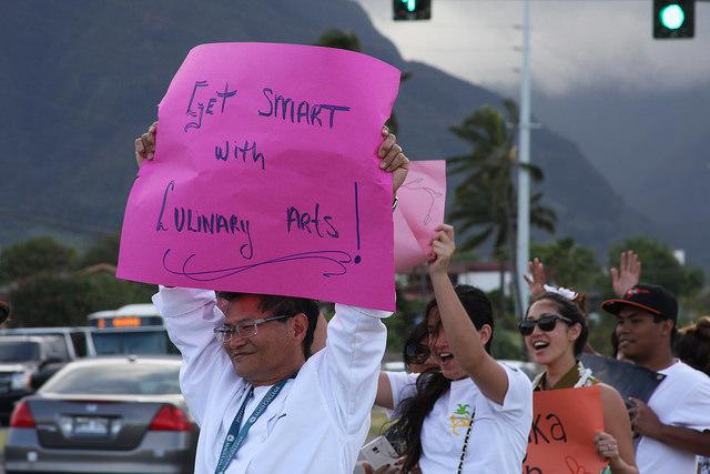UHMC Get Your Reg On!!! campaign sign waving event along Kaʻahumanu fronting the Kahului campus. Photo courtesy UHMC.