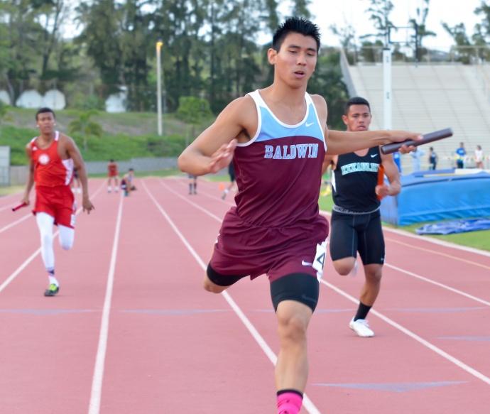 Baldwin's Bailey Kaopuiki anchors the Bears' winning 4 x 100 relay. Photo by Rodney S. Yap.