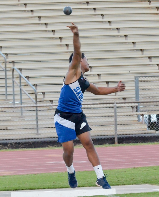 Maui High's Hanisi Lotulelei finished third in the shot put and won the discus.  Photo by Rodney S. Yap.