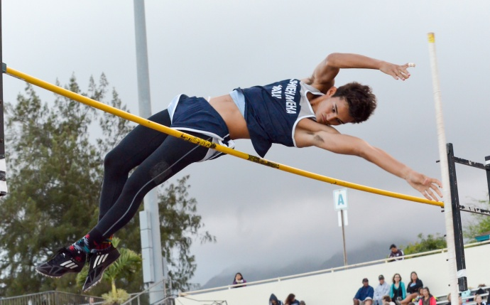 Kamehameha Maui's Quinn Hottendorf won the boys 400 and finished second in the pole vault.  Photo by Rodney S. Yap.
