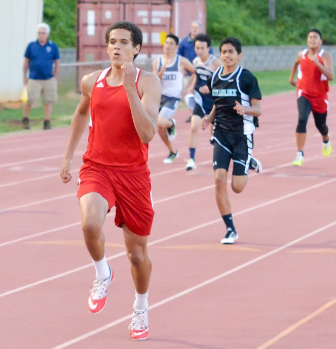 Lahainaluna's Carver Locke in the boys 200-meter dash. Photo by Rodney S. Yap.