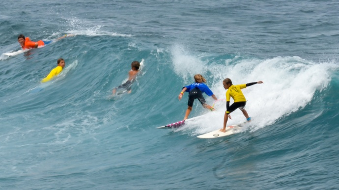 The boys get busy during a mid-day heat Saturday at Hookipa Beach Park. Photo by Rodney S. Yap.