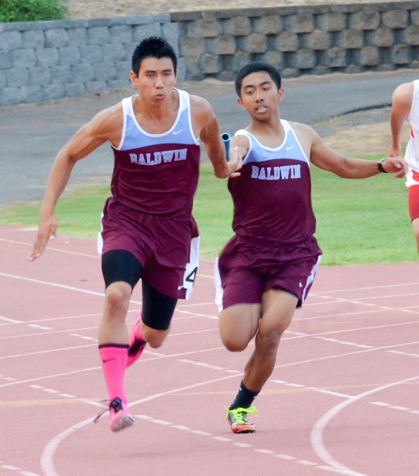 Baldwin's Bailey Kaopuiki gets the baton from Renz Vergara Saturday in the finals of the boys 4x 100 relay. Photo by Rodney S. Yap.