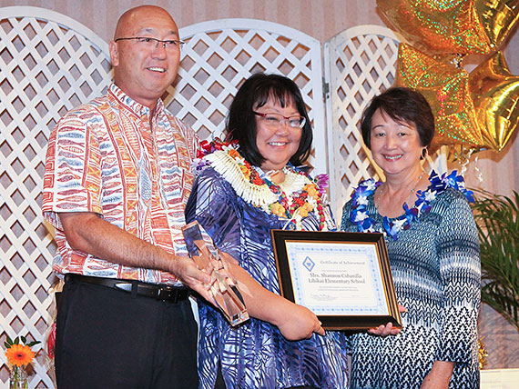 The 2015 Outstanding Assistant Principal, Shannon Cabanilla of Lihikai El, center, with Complex Area Supt. Alvin Shima of Maui and HEMSAA's Naomi Matsuzaki.  Photo Credit: Oceanic Time Warner via state Department of Education.