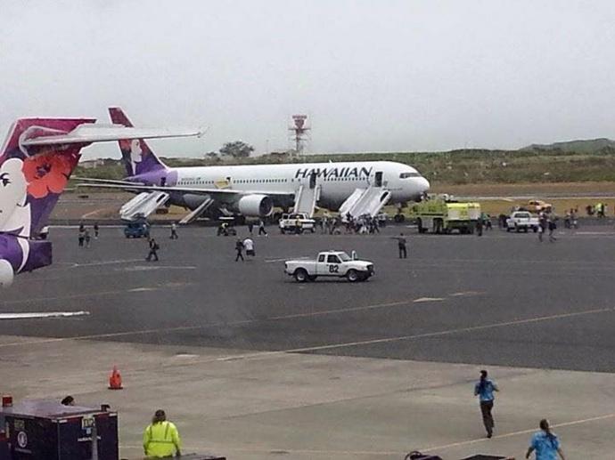 Hawaiian Airlines plane makes emergency landing at Kahului Airport. Photo credit: Kui Totau.