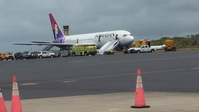 Hawaiian Airlines plane makes emergency landing at Kahului Airport. Photo credit: Maricar Lagman Amuro.