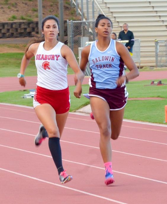 Seabury Hall's Kiana Smith and Baldwin's Noelle Johnson battle in their heat of the girls 400-meter run Friday. Photo by Rodney S. Yap.