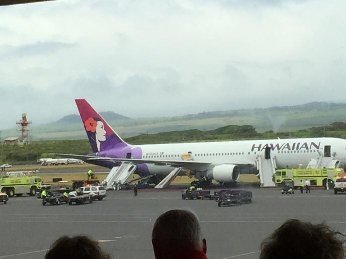 Hawaiian Airlines plane makes emergency landing at Kahului Airport. Photo by Lori Prieto.