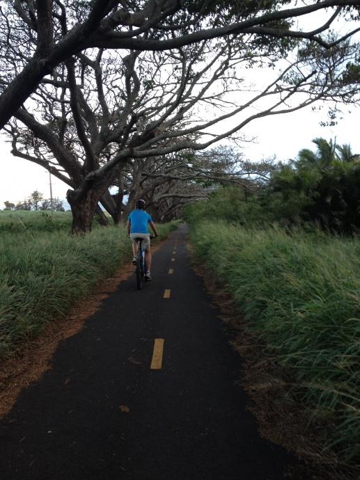 Kanaha bike path. Photo courtesy Maui Bicycling League.