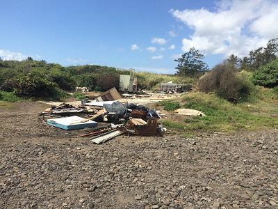 Litter piles at the beach at 'River Mouth' in Paukūkalo. Photo credit: Mālama Maui Nui.