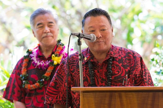 Maui Mayor Alan Arakawa (lt) and Governor David Ige (rt). Bill signing ceremony at Maui Memorial Medical Center. (06.10.15) Photo credit: Ryan Piros/County of Maui.