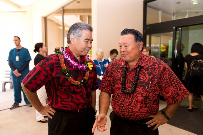 Governor David Ige (lt) and Maui Mayor Alan Arakawa (rt). Bill signing ceremony at Maui Memorial Medical Center. (06.10.15) Photo credit: Ryan Piros/County of Maui.