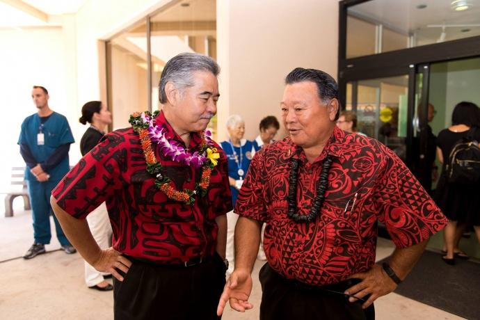 Governor David Ige (lt) and Maui Mayor Alan Arakawa (rt). Bill signing ceremony at Maui Memorial Medical Center.  (06.10.15) Photo credit: Ryan Piros/County of Maui.