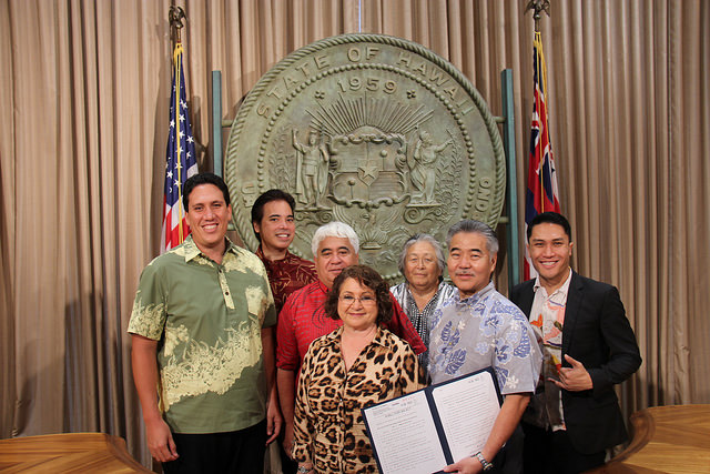 Governor David Ige signs into law HB207 which will require certain state councils, boards, and commissions to attend a course administered by the Office of Hawaiian Affairs on native Hawaiian customs and rights.  Photo credit: Office of the Governor.