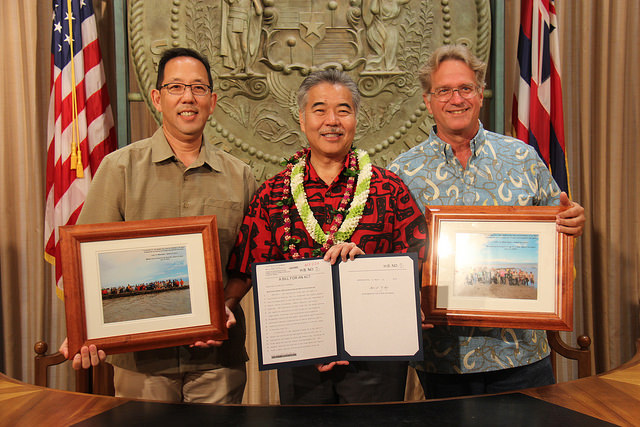 Fishpond restoration bill signing. Photo credit: Office of the Governor, State of Hawaiʻi.