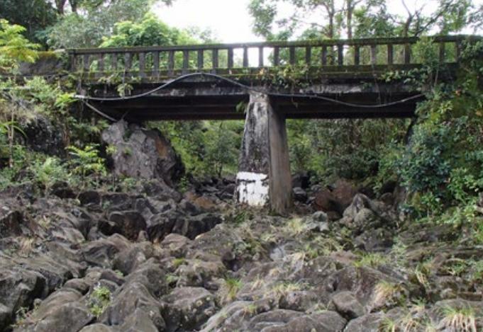 Honomaele Stream Bridge.  Photo credit: Hawaiʻi DOT, Highways Division.