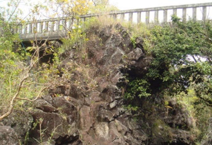 Kapaula Stream Bridge. Photo credit: Hawaiʻi DOT, Highways Division.
