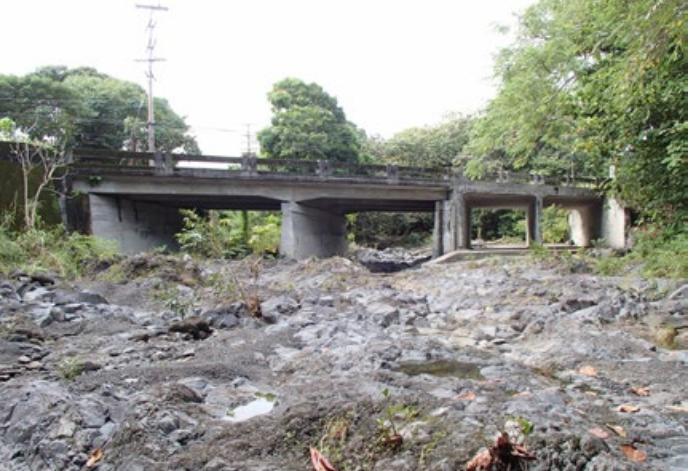 Kawaipapa Stream Bridge.  Photo credit: Hawaiʻi DOT, Highways Division.