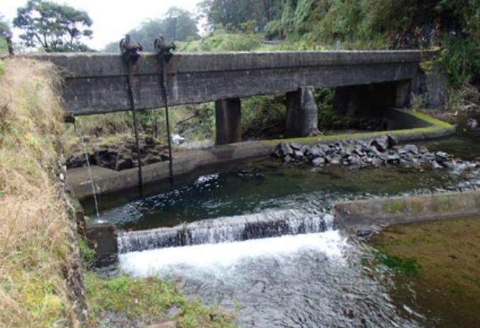 Kopiliula Stream Bridge.   Photo credit: Hawaiʻi DOT, Highways Division.